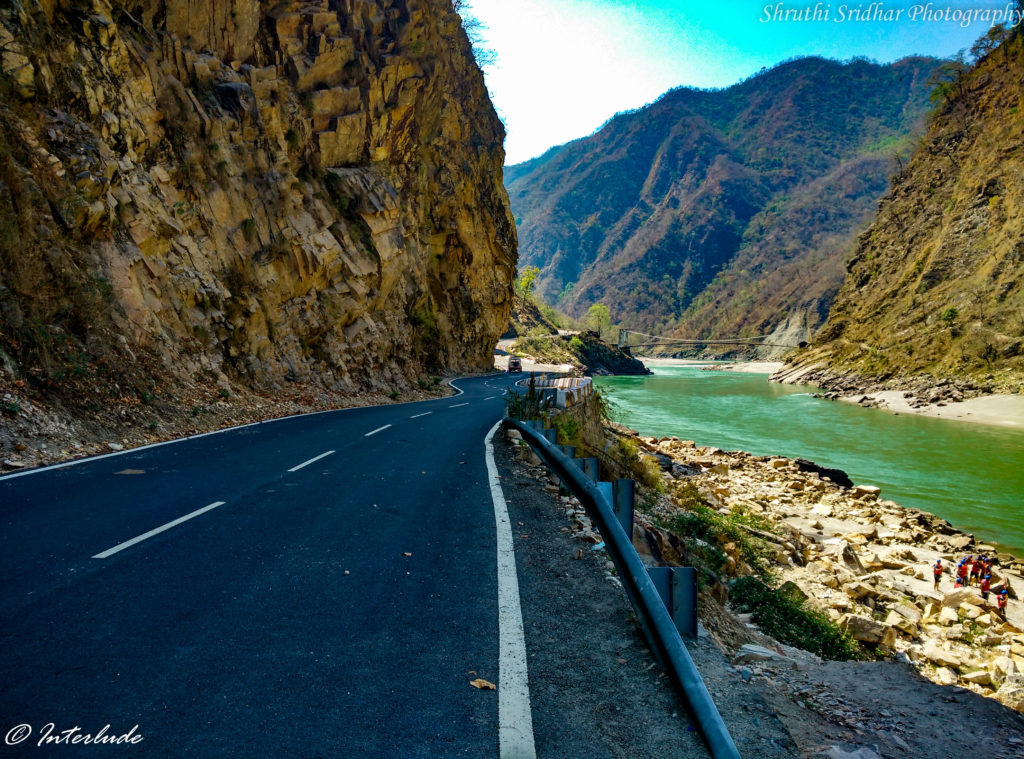 Pit stop for river rafting point on Badrinath road